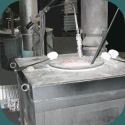 Un four a pyrometrie permanente utilise pour la coulee ou le moulage des pieces de fonderie coquille en aluminium
